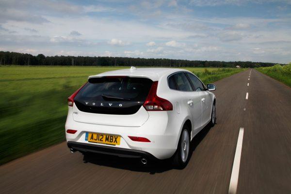 Volvo_V40_awarded_safest_used_family_car_02